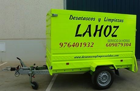 Remolque para transporte de herramientas y equipos de protección individual de empleados.